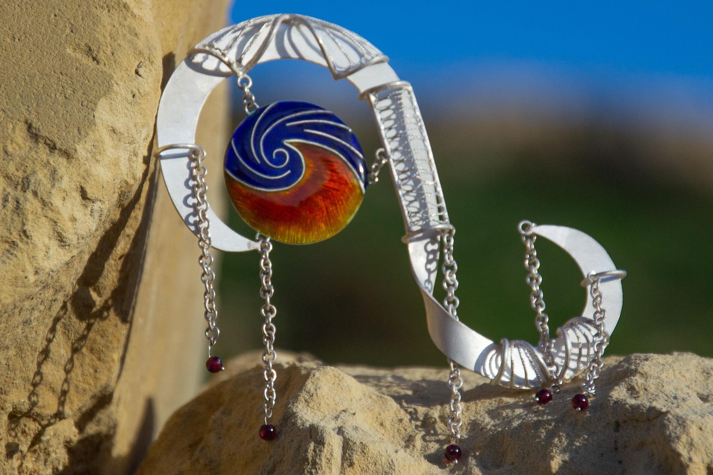 Tara Lois Jewellery Indian wedding garland inspired brooch closup
